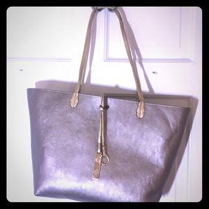 Handbags - Great summer tote